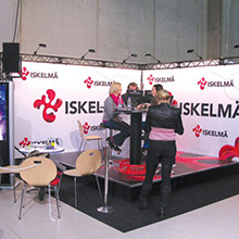 exhibition showcase using truss system
