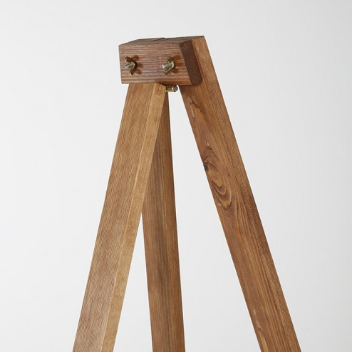 Sturdy support leg on the easel frame