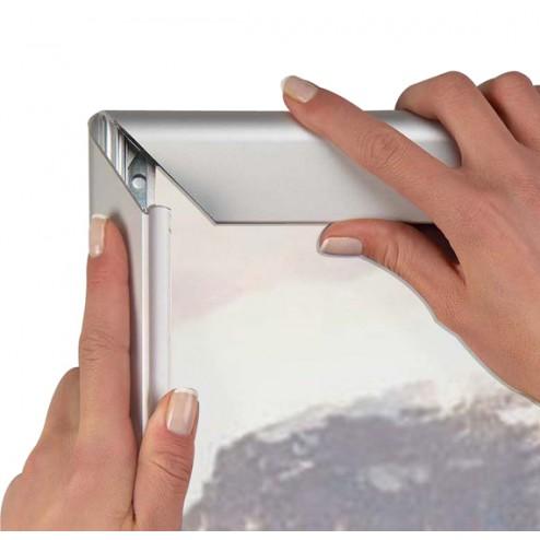 Snap frame mitred corner opening