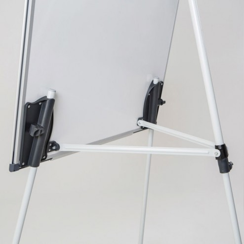 Stable tripod easel