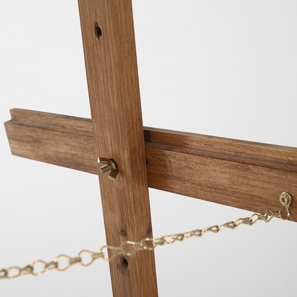 Secure chain supports the easel