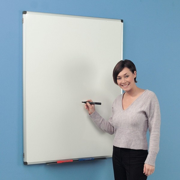Closed folding whiteboard