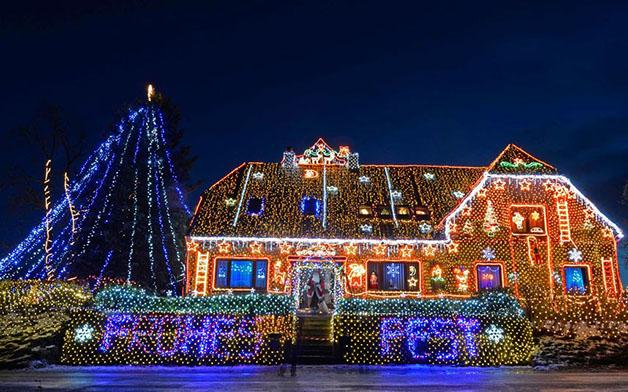 christmas-house-light-displays-2