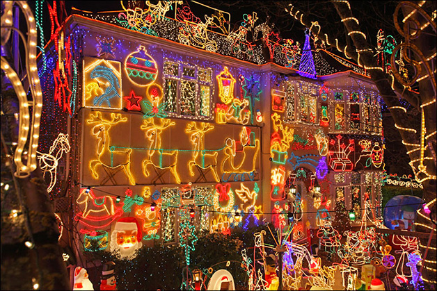 christmas-house-light-displays-8