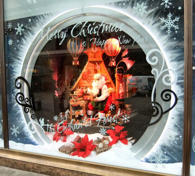 Christmas Window Displays.4 Amazing Christmas Window Displays 2013 Discount Displays
